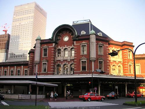 Estación de Tokyo, con aire holandés