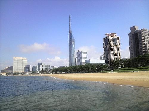 El Parque Momochi, en Fukuoka y mirando al mar