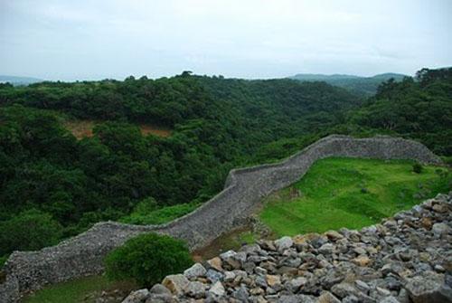 Las ruinas del Castillo Nakijin, en Okinawa