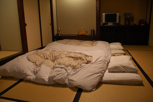 el fut n la cama tradicional japonesa. Black Bedroom Furniture Sets. Home Design Ideas