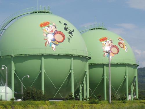 Simpáticos tanques de gas en Japón