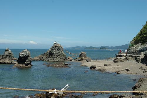 Meoto Iwa, santuario shinto sobre el mar