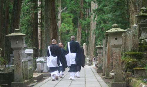 El Templo Okunoin y su hermoso cementerio
